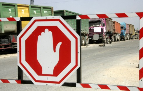 Palestinians stop with their lorries near the crossing of the Israeli crossing Kerem Shalom during a protest against the Israeli decision to close the Karni crossing