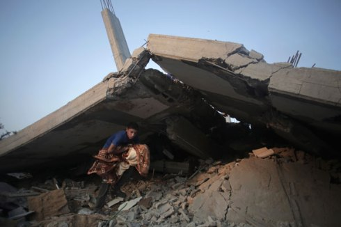 palestinians-search-rubble-gaza-destructive-process-590