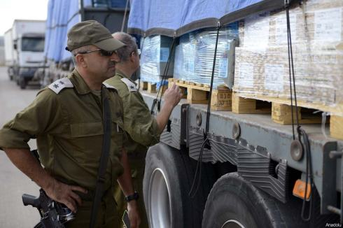 israeli-soldiers-inspect-a-humanitarian-aid-truck-before-it-enters-gaza-erez-border-crossing-july-2014