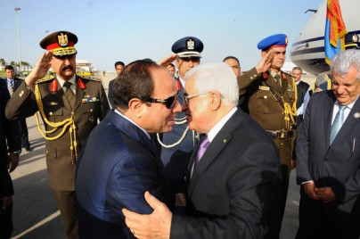 A handout picture made available by the Egyptian presidency shows Egyptian President Abdel Fattah al-Sisi (L) welcoming Palestinian president Mahmud Abbas upon the latter's arrival in Red Sea resort of Sharm El-Sheikh