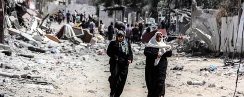 Women-walking-in-Gaza-@Samar-Abu-Elouf-1200x480